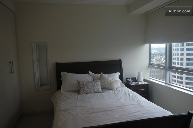 Sydney vacation rentals short term rentals airbnb for Open balcony in a theatre