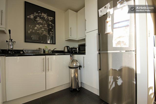 spacious living room great views in london borough of hackney. Black Bedroom Furniture Sets. Home Design Ideas