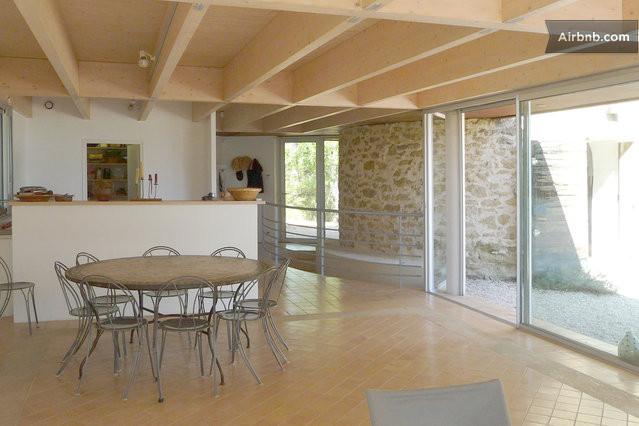 Belle maison d 39 architecte et moulin in vaugines - Belle maison d architecte los angeles ...