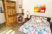 Quiet Queen Bed,Bath & Breakfast