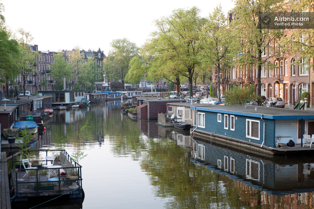Amsterdam houseboat centre airbnb 408inc blog for Airbnb amsterdam houseboat