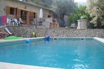 Casa con piscina en la montaña