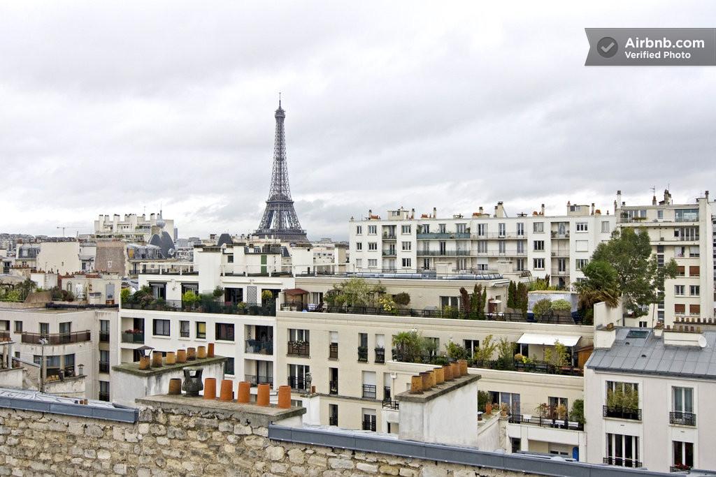 joli studio sous les toits de paris paris. Black Bedroom Furniture Sets. Home Design Ideas